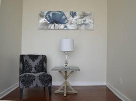 Hotel Photo: Canadian Madmac Furnished Apartment - Square One Mall Area