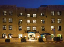 Hotel Photo: Delmon Suites