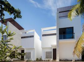 Hotel Photo: Luxurious Ocean Villa - Steps to Akumal Beach