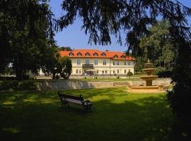 Hotel Photo: Castle Hotel Grof Degenfeld