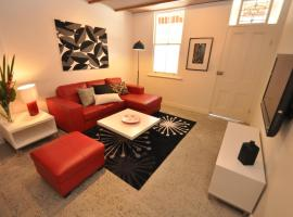 Hotel photo: Camperdown Self-Contained Modern Two-Bedroom Apartment (21 BRIGS)