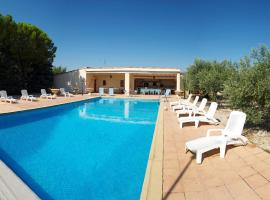 Hotel Photo: Holiday Home Cucuron
