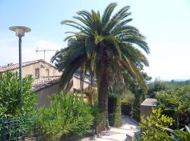Hotel Photo: Holiday Home Le Clos de la Ricarde.1