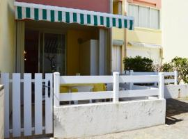 Hotel Photo: Rental Apartment Capounades - Narbonne Plage