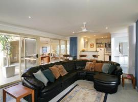 Hotel Photo: Dolphin 3 Bedroom House by Shoalwater Executive Homes