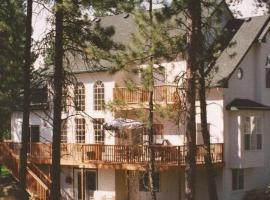Hotel Photo: River Cove Elegant Waterfront Bed & Breakfast