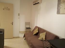A picture of the hotel: Appartement Centre Sainte-Clotilde