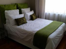 Hotel Photo: Self Catering House Krugersdorp