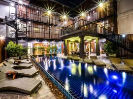 Hotel Photo: Lap Roi Karon Beachfront by Shanaya