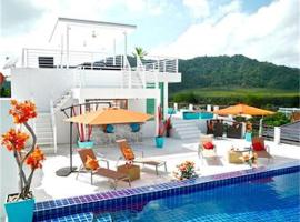 Hotel Photo: Sunrise 3 bedrooms Modern Apartment In Nai Harn