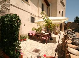 Hotel Photo: Sotto Il Castello