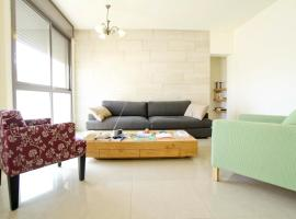 Hotel Photo: Charming Central Two Bedroom Apartment- Trumpeldor St.