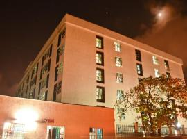 A picture of the hotel: Skyfield Apartments