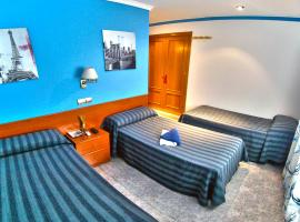 Hotel photo: Hostal Apolo Trece