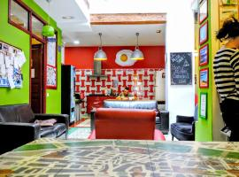 Hotel Photo: Home Youth Hostel by Feetup Hostels