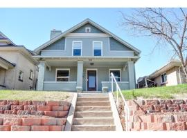 A picture of the hotel: Four Bedroom -3394sf on Zuni in LOHI - HI02