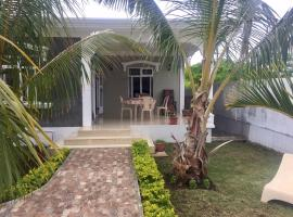 Hotel Photo: Cocotiers Holiday House
