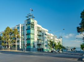 Hotel photo: Waterfront (Yarra St) by Gold Star Stays