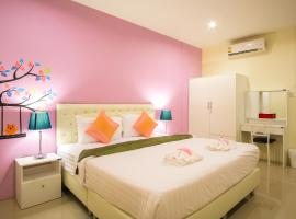 Hotel Photo: Petch Ranong @ Town