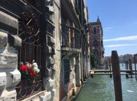 Grand Canal Palace With Lift Venice Italy