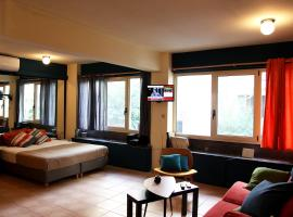 A picture of the hotel: Athenian Apartment 25