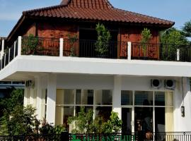 Hotel Photo: Malang Hill Gallery & Homestay
