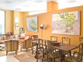 Hotel Photo: Forever Young Apartments, La Casa Del Pintor