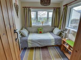 A picture of the hotel: Holiday Home Cilybebyll
