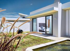 A picture of the hotel: Corail Blue Private Villas by Lov