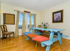 Hotel Photo: Epic Mountain Views - Close to Town - Game Room