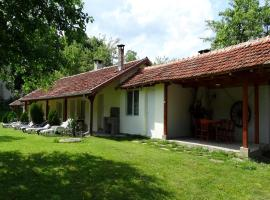 Roden Dom Holiday Home Apriltsi Bulgaria