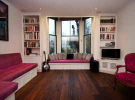 Hotel Photo: Veeve - Two Bedroom Apartment St Charles Square - Notting Hill
