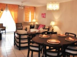 Hotel Photo: Town House Living Cable Beach