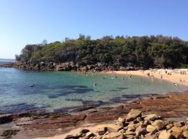 Hotel Photo: Breezy Couple's Retreat in the heart of Manly
