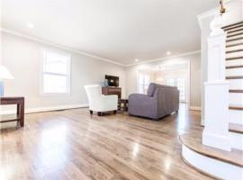 Hotel Photo: 3BR Home Near Sylvan Park and Downtown Nashville-UN02
