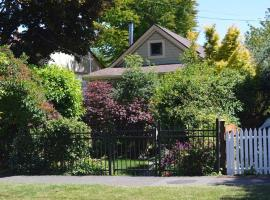 Hotel Photo: San Jose Cottage in the heart of James Bay