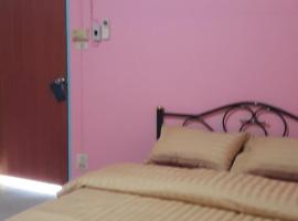 Hotel Photo: Roomstay Reuankaew
