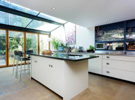 Hotel Photo: Veeve - St.John's Wood 4 bed family home