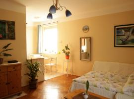Hotel photo: Sunny flat overlooking the park