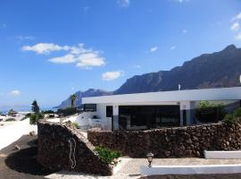 Hotel Photo: Famara Bungalow, Hibiscos