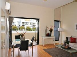 Hotel photo: Camperdown Self-Contained Modern One-Bedroom Apartment (7DUN)