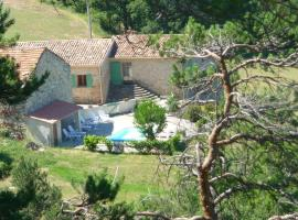 Hotel Photo: Maison De Vacances - Montfuron