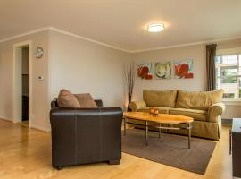 Hotel Photo: Walkable Alki Beach Bungalow Home