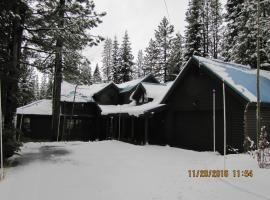 Hotel Photo: Rustic Mountain Charm in Truckee Home