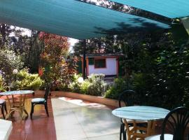 Hotel Photo: Yaris Guest House (M&M)