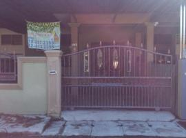 A picture of the hotel: Deenaz Utara Homestay