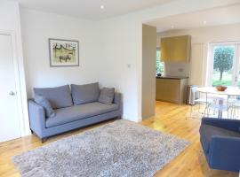 Hotel Photo: Veeve - 2 Bedroom Apartment - Golder's Green