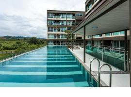 Hotel Photo: JJ Condotel Airport Phuket