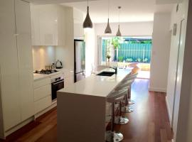 Hotel Photo: Chic Townhouse in North Adelaide