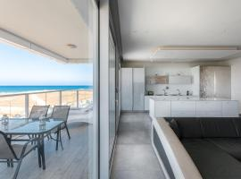 Hotel Photo: Luxury Residential Apartment By The Sea